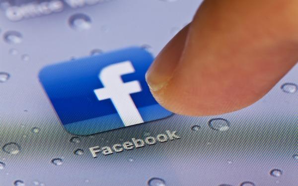 Facebook força utilizadores a adotar app para mensagens